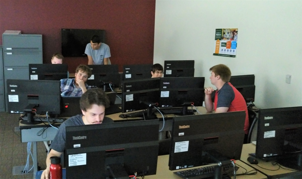Davenport's ACM team working in a computer lab.